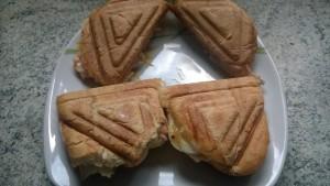 Lachstaostsandwich